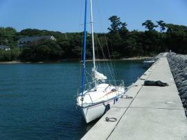 佐久島の東港に着岸