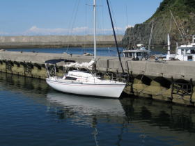 答志島の船越漁港